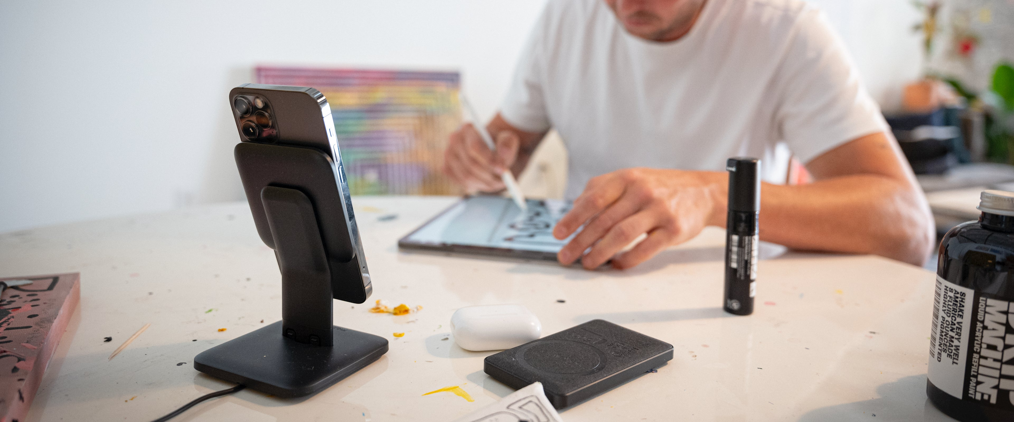 snap+ wireless stand on desk